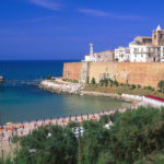 Cityscape and Apennin in background, Termoli, Provinz Campobasso, Molise, Italien
